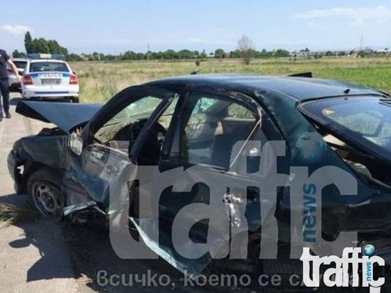 Два автомобила се удариха челно в Хисаря! Две жени са пострадали