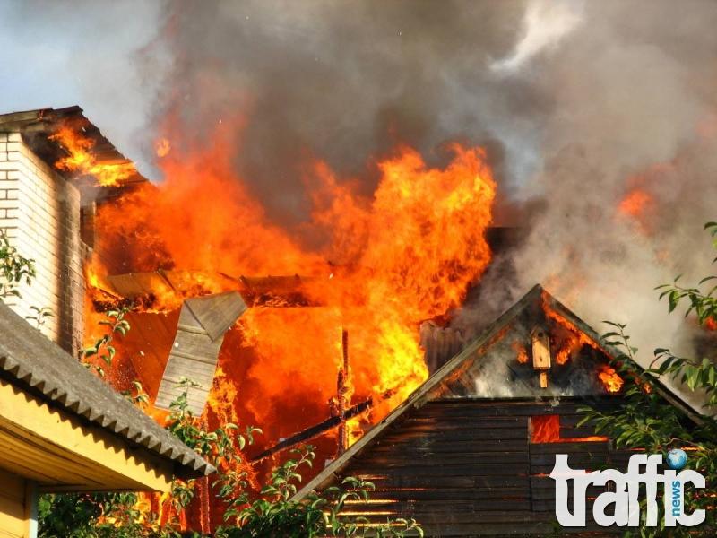 Изгоря двуетажна сграда в Асеновград