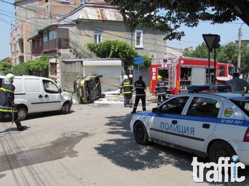Зрелищна катастрофа, кола се преобърна на кръстовище СНИМКИ и ВИДЕО