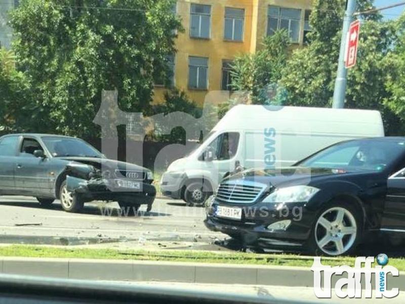 Шофьор пострада след катастрофа на булевард