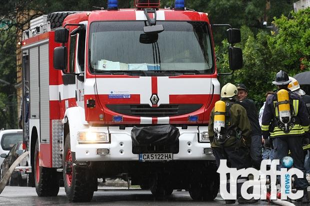 Голям пожар избухна в столицата, двама са загинали