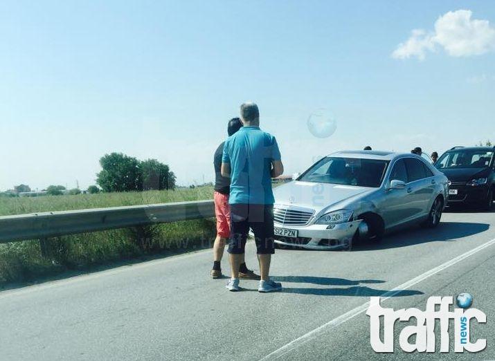 Мерцедес и Поло се сблъскаха на околовръстното край Пловдив СНИМКА