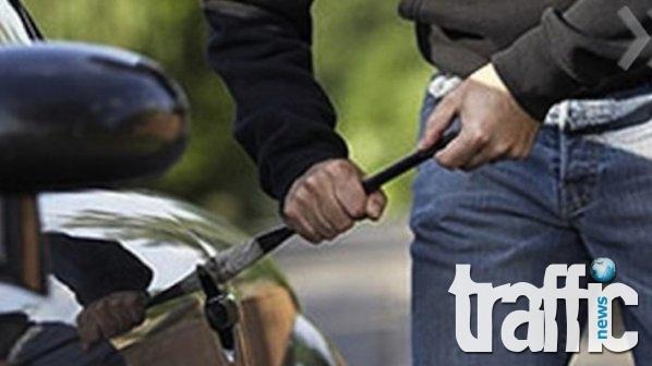 Апаш разбива коли наред в Пловдив – краде CD-устройства и навигации