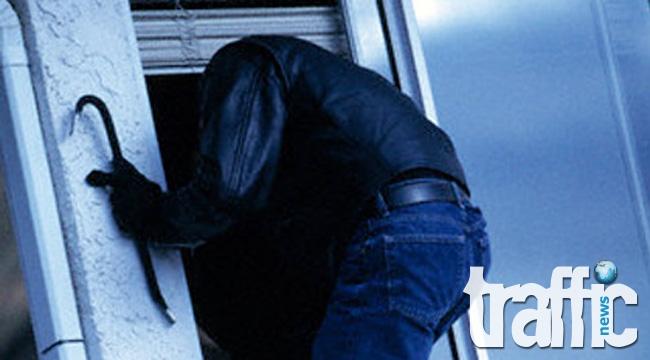 Полицията издирва двама мъже за извършени две домови кражби