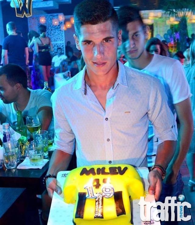 Нападател на Ботев отпразнува шумно рождения си ден в W Garden СНИМКИ