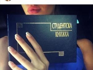 Бившата на Благой Георгиев се похвали със студентска книжка