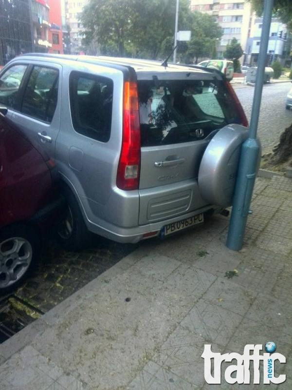 Очевидец с подробности за абсурдното паркиране на