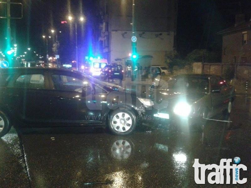 Тежка катастрофа до спирката на Кари в Пловдив, един е ранен СНИМКИ
