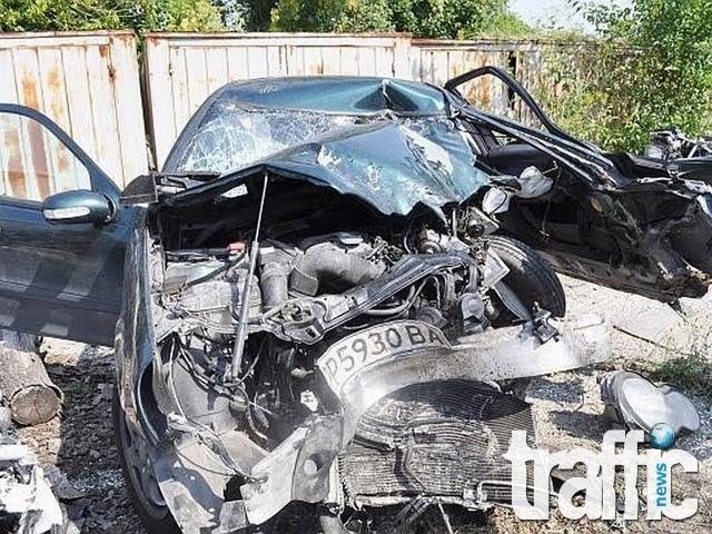 СНИМКИ на размазания автомобил на областния управител на Разград