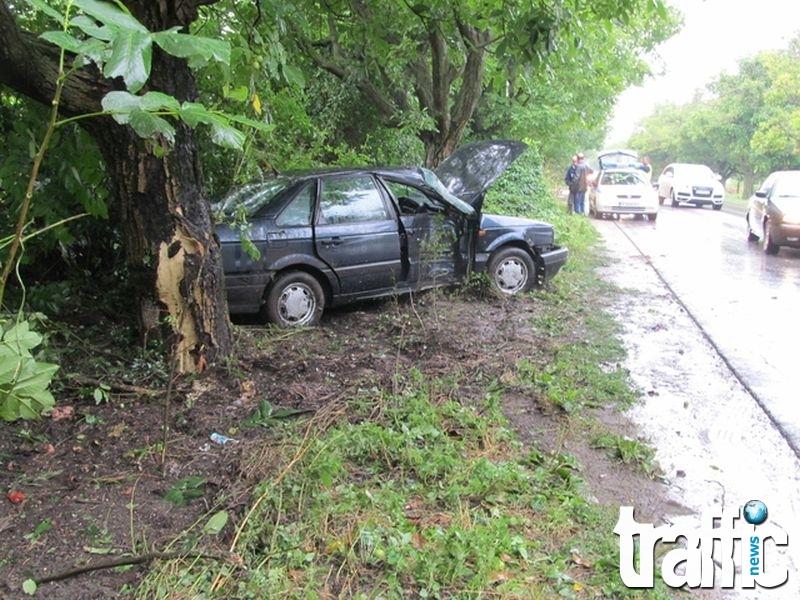 Шофьор загина, а тримата му спътници са ранени, след преобръщане в дере край Пловдив