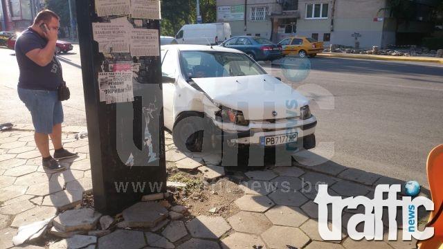 ВИДЕО от катастрофата с Аудито, връхлетяло тротоар