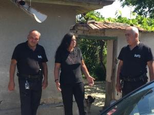 Охранител спаси жена от инсулт, бърза помощ я няма ВИДЕО