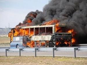 Автобус изгоря на пътя Русе – Варна ВИДЕО