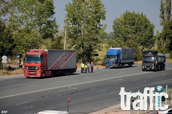Камион уби служител на ДАИ по време на проверка