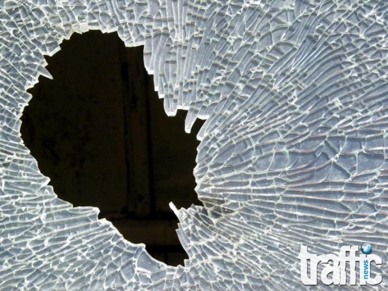 Млад мъж потроши сградата на КАТ в Пазарджик