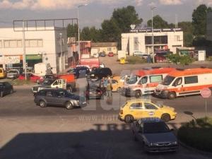 Опел и такси се блъснаха на Карловско, шофьорите се сбиха СНИМКИ и ВИДЕО