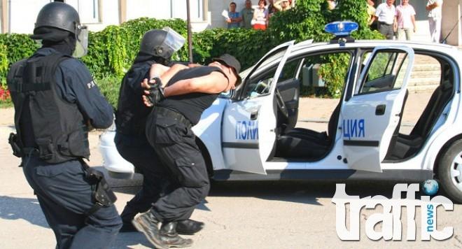 Полицай продавал дрога, докато е на пост пред районното управление