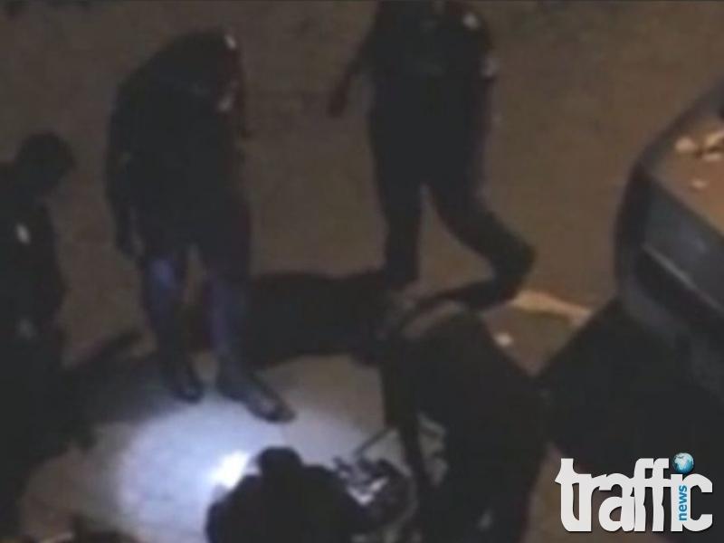 Петима полицаи се изгавриха с възрастен мъж ВИДЕО