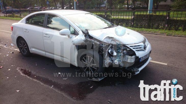 След сблъсъка в Кючука: Фордът излетял на тротоара СНИМКИ