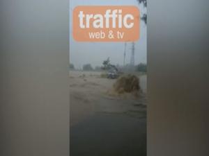 Еднометров гейзер на главния път край Сопот ВИДЕО
