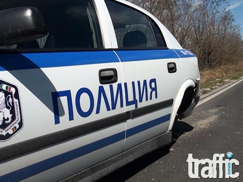 Карък избяга от полицаи, блъсна се в патрулка
