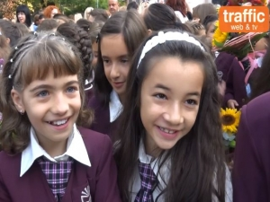 Първокласниците в Пловдив: От архитект до фотомодел! ВИДЕО с малкия коментар