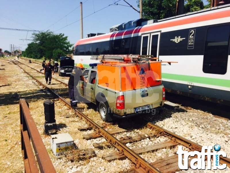 Неправоспособен моторист бере душа в болницата след сблъсък с влак