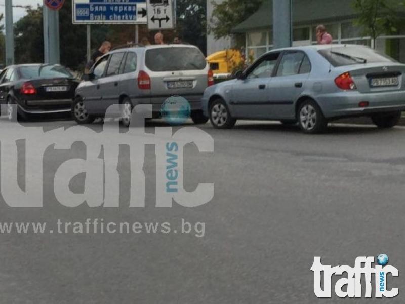 Верижна катастрофа затапи кръстовището на ВСИ СНИМКИ