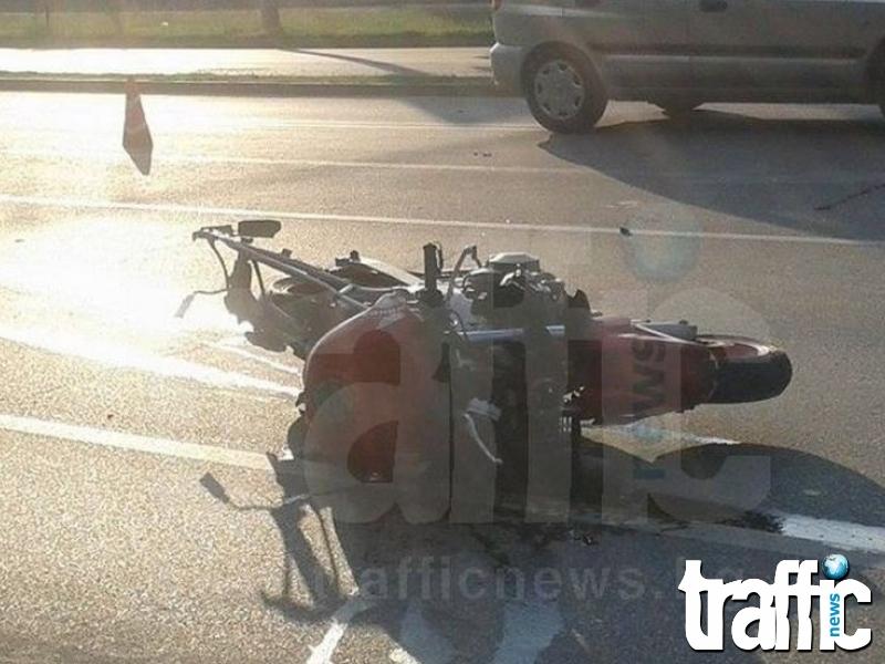 Кола блъсна моторист, шофьорът избяга