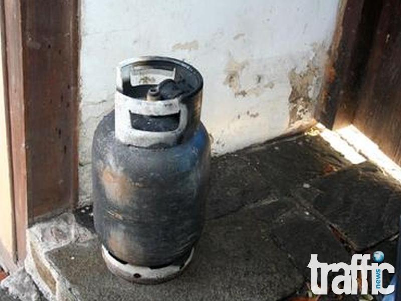 Възрастен мъж със 70% изгаряния заради газова бутилка