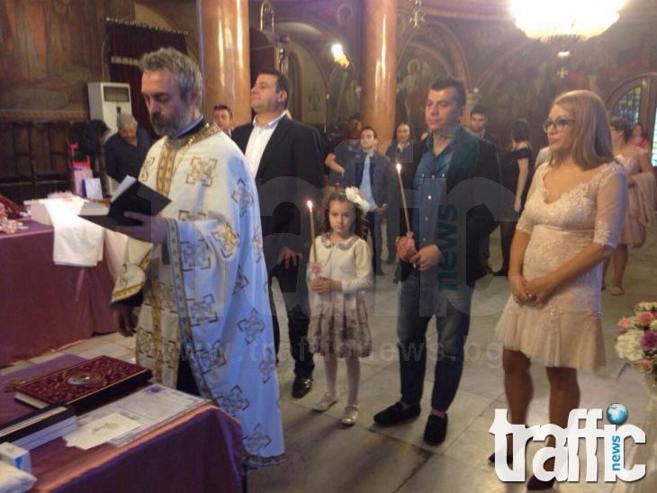 След като ожени сина си, собственикът на ПИМК покръсти дъщеря си СНИМКИ