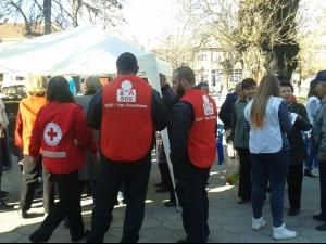 Доброволци помогнаха на забравени от държавата възрастни хора СНИМКИ