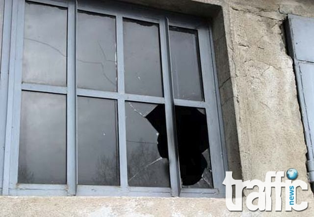 15-годишен изпочупи училище в Асеновград