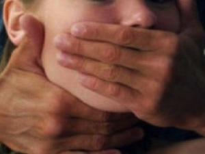 Карловска учителка изнасилена в дома си