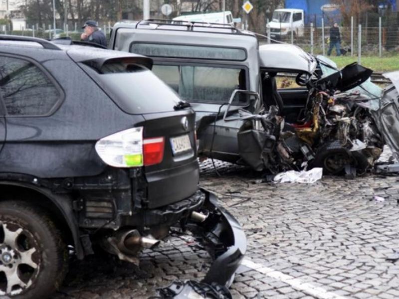18-годишен предизвика катастрофа, възрастна жена загина на място СНИМКИ