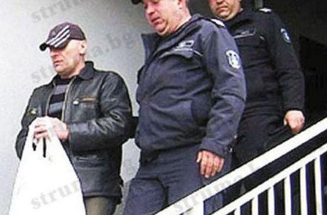 Убиец художник съди затвора за 25 000 лв. за изчезнала негова картина