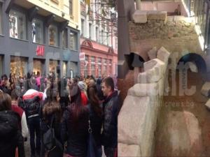 Истерия и опашки на Главната в Пловдив СНИМКИ