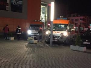 Линейки пред мола, пострадали са петима охранители