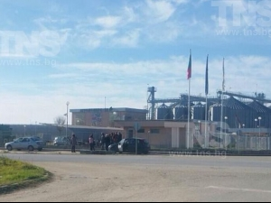 Инспектори на Агенцията по храните влязоха с полиция във фуражен завод