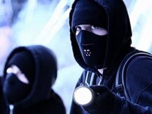Маскирани нападнаха семейство в Първомай, заплашиха с убийство внучката им