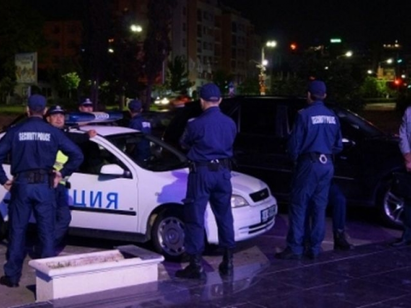 Арести за малолетни след спецакция на полицията в нощните заведения