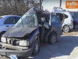 Вижте брутално размазаната кола на загиналия при катастрофа в Пловдив ВИДЕО