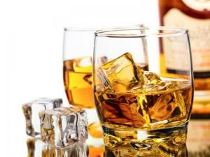 Нагло! Заведения предлагат разредено уиски за празниците
