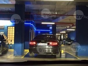 Гъзари напълниха инвалидните места в мола! Пловдивчани загряха 112, а охраната нехае! СНИМКИ