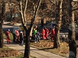 Моторист от кортежа на Дядо Коледа се удари в дърво в Смирненски СНИМКИ