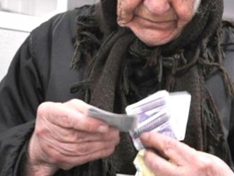 Поредна жертва на ало измамниците! Възрастна жена изгоря с 4100 лева