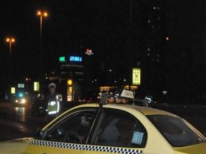 Таксиджия беснее,  нарича останалите шофьори на пътя мъртъвци