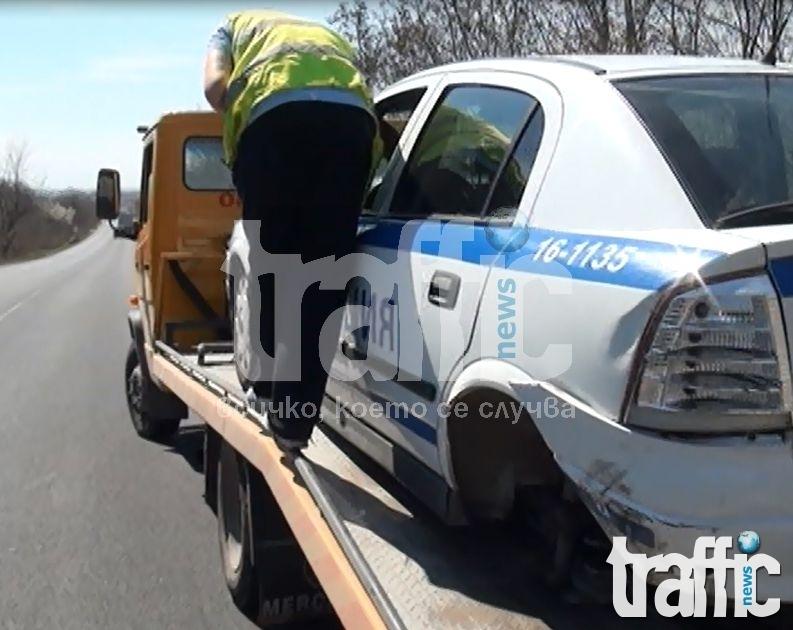 Шофьор с краден джип се заби директно в патрулка