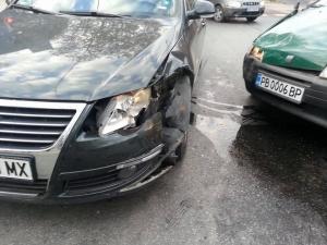 От последните минути: Два автомобила се треснаха на Камела СНИМКИ