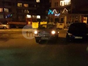 Господари на пътя в Асеновград паркират насред пътя - псуват при забележка СНИМКА